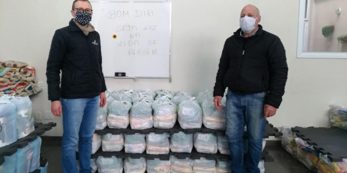 Doação de 70 cestas básicas - Cooperativa Vinícola Garibaldi e funcionários