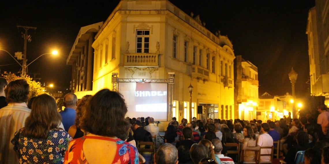 Público presente na préestreia do longa Pra Ficar na História
