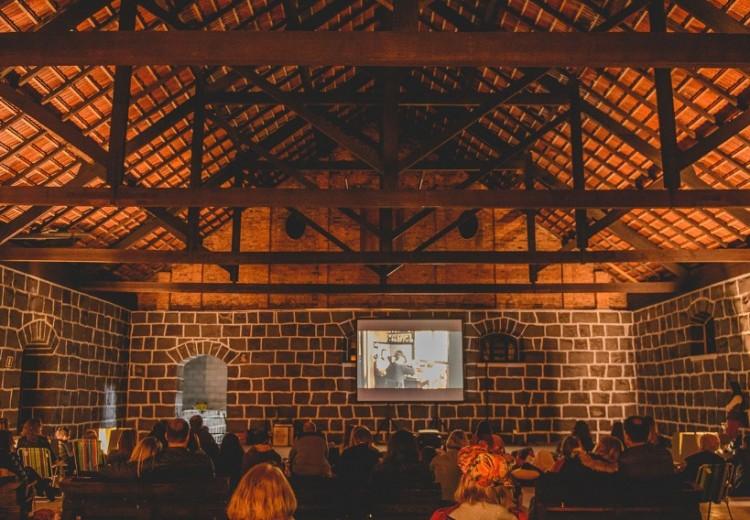 Em caso de bom tempo a sessão acontecerá ao ar livre  Interior da vinícola centenária abrigará evento em caso de mau tempo