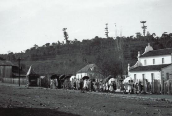Garibaldi em 1912, à direita o prédio do Museu e Arquivo Histórico Municipal
