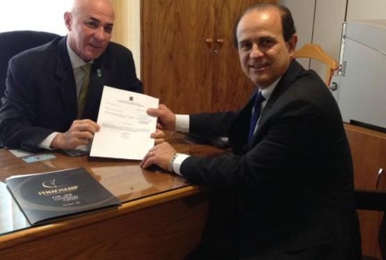 Prefeito Cettolin e o representante da Casa Civil, Marcos Antonio de Carvalho